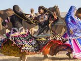 Women Dancers, Pushkar Camel Fair, Pushkar, Rajasthan State, India Fotodruck von Peter Adams