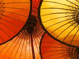 Handmade Oriental Umbrellas, Bagan, Myanmar (Burma) Reproduction photographique par Peter Adams