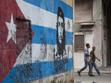 Cuban Flag Mural, Havana, Cuba Reproduction photographique par Jon Arnold