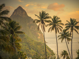 Caribbean, St Lucia, Petit and Gros Piton Mountains (UNESCO World Heritage Site) Fotografisk tryk af Alan Copson