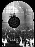 Clock in Pennsylvania Station Metal Print by Alfred Eisenstaedt