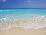 White sand beach in Cancun Kunst auf Metall von Mike Theiss