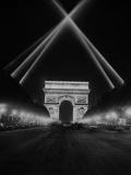 Arc De Triomphe in Paris at Night, 1938 Metal Print by  Scherl
