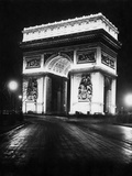 Arc de Triomphe de l'Étoile at night, 1928 Metal Print by  Scherl