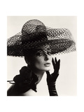 Tania Mallet in a Madame Paulette Stiffened Net Picture Hat, 1963 Kunst op metaal van John French