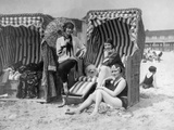 Elisabeth Pinagreff, Agnes Esterhazy and Hanna Weiss in a beach chairs, 1927 Metal Print by  Scherl