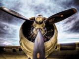 1945, Eenmotorig vliegtuig Kunst op metaal van Stephen Arens
