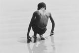 Boy Playing in the Sand at Coney Island, Untitled 30, c.1953-64 Fotografie-Druck von Nat Herz