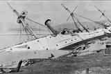 H.M Sloop Phoenix Driven Ashore by the Hong Kong Typhoon, Illustration from Fotografie-Druck von  English Photographer