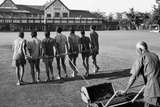 Rolling the Lawn at the Gymkhana Club in Bombay, 1980 Reproduction photographique
