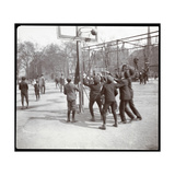 View of Boys Playing Basketball on a Court at Tompkins Square Park on Arbor Day, New York, 1904 Reproduction procédé giclée par  Byron Company