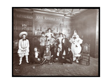 A Group in Costume at the Home of Miss Morgenthau, 30 West 72nd Street, New York, 1906 Impressão giclée por  Byron Company
