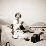 Eva Braun Relaxing at the Berghof, 1942 Fotografie-Druck von  German photographer