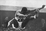 Willie Steele on His Way to Winning a Gold Medal for the Long Jump in the 1948 London Olympic Games Photographie