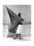 Woman with Flag, Mexico City, 1928 Fotografisk tryk af Tina Modotti