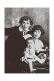 Marc Chagall with His First Wife Bella and Daughter Ida Giclée-tryk af  Russian Photographer