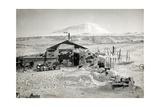 Hut and Mt. Erebus Photographed by Moonlight, 13th June 1911 Fotografisk trykk av Herbert Ponting