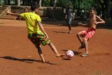 Boys Playing Football, Havana, Cuba Reproduction photographique