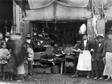 Market Stall in St Petersburg, c.1900 Fotografisk tryk af  Russian Photographer