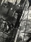 At the Pumps in a Gale in the Antarctic Ocean, 1912 Fotografie-Druck von Herbert Ponting
