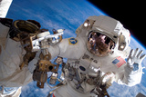 NASA Astronaut Spacewalk Space Earth Plastic Sign - Plastik Tabelalar