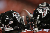 Falcons Football: Atlanta Falcons Huddle Photo av John Bazemore