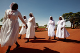 Ugandan Nuns Fotografisk tryk af Mauro Fermariello