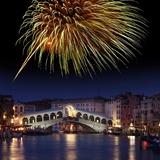 Fireworks Display, Venice Fotografisk tryk af Tony Craddock