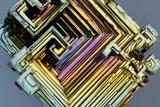 Bismuth Crystal Fotografisk tryk af Lawrence Lawry