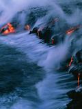 Brad Lewis - Molten Lava Flowing Into the Ocean Fotografická reprodukce