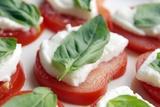 Tomato, Mozzarella And Basil Salad Photographie par Johnny Greig