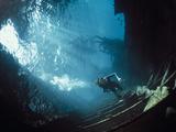 Scuba Diver Near Wreck Reprodukcja zdjęcia autor Peter Scoones