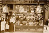 Tom Scott's Hairdresser and Tobacconist, Leytonstone, London Papier Photo