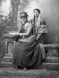 Shooting Star, Dakota, and Her Sister, 1880s Lámina fotográfica por David Frances Barry