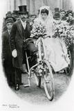 Roman Catholic Couple Leaving Notre Dame De France, Leicester Square, on Bicycles Photographie