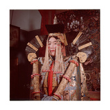 Mongolian Woman Dressed in the Bridal Costume of the Great Khans Lámina giclée