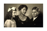 Ak Prinzessin Elisabeth Von Thurn U. Taxis, Anselm Und Iniga Photographic Print by  German photographer