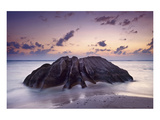 Rock at the Anse Source d'Argent beach, La Digue Island, Seychelles Giclee-tryk i høj kvalitet