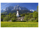 Zugspitze Village Grainau with Catholic Parish Church and Zugspitze Mountains, Germany Giclee-tryk i høj kvalitet