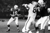 Johnny Unitas with Football Sports Plastic Sign Plastikskilte