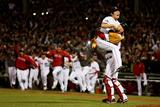 Boston, MA - Oct 30: 2013 World Series Game 6, Red Sox v Cardinals - Koji Uehara and David Ross Fotografisk trykk av  Rob Carr