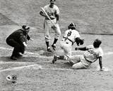 Jackie Robinson steals home during the 1955 World Series Fotografía