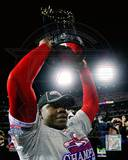 Ryan Howard with 2008 World Series Trophy Photo