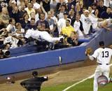 Derek Jeter se tira de cabeza al público, 2004 Fotografía