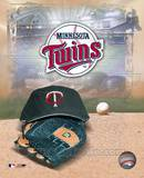 Minnesota Twins - '05 Logo / Cap and Glove Photo
