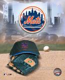 New York Mets - '05 Logo / Cap and Glove Photo