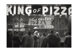 Clients of the Pizzeria 'King of Pizza' Reproduction photographique Premium par Mario de Biasi