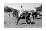 Gauchos on Horseback Reproduction photographique sur papier de qualité par Walter Mori