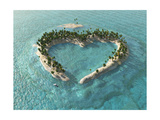 Aerial View Of Heart-Shaped Tropical Island Affiches par  Mike_Kiev