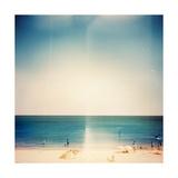 Retro Medium Format Photo. Sunny Day On The Beach. Grain, Blur Added As Vintage Effect Reproduction giclée Premium par  donatas1205
